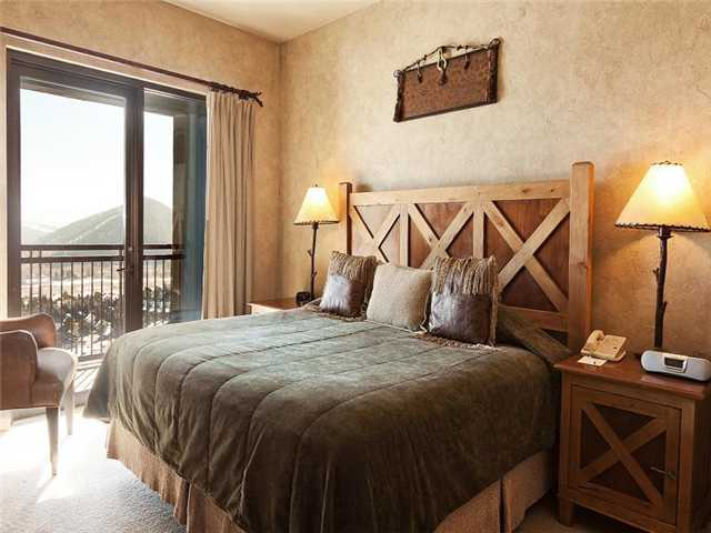 Picture of master bedroom in unit 701 of Grand Summit Hotel