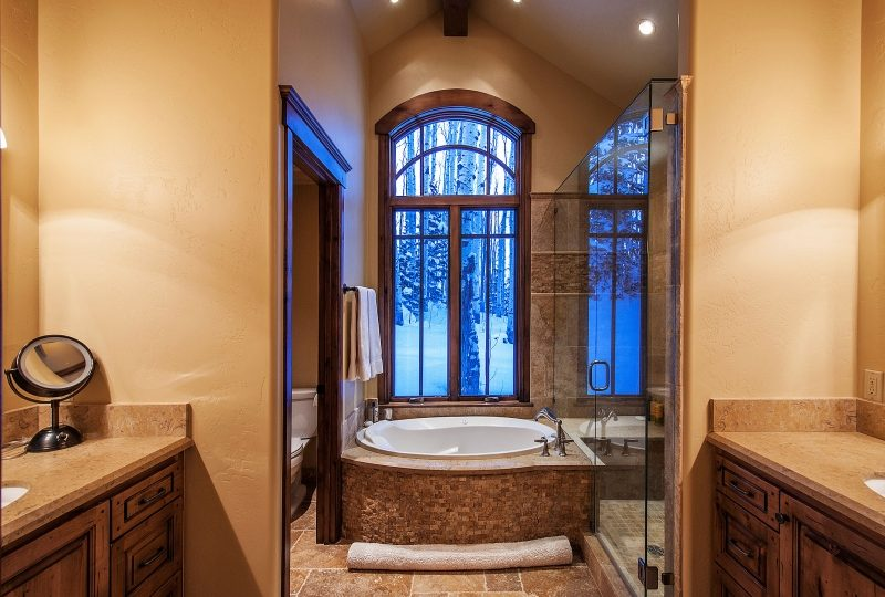 Picture of Master Bathroom 56 White Pine Canyon Rd