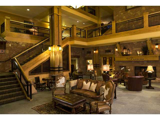 Picture of the lobby of the Grand Summit Hotel