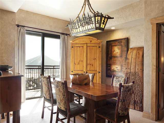 Picture of dining room in unit 701 in Grand Summit Hotel