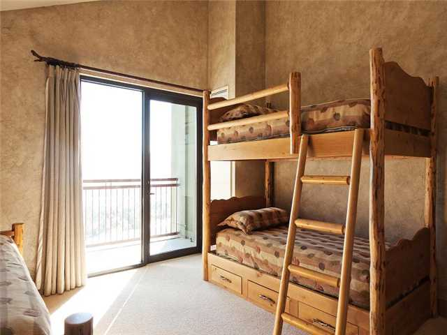 Picture of kids bedroom in unit 701 of Grand Summit Hotel