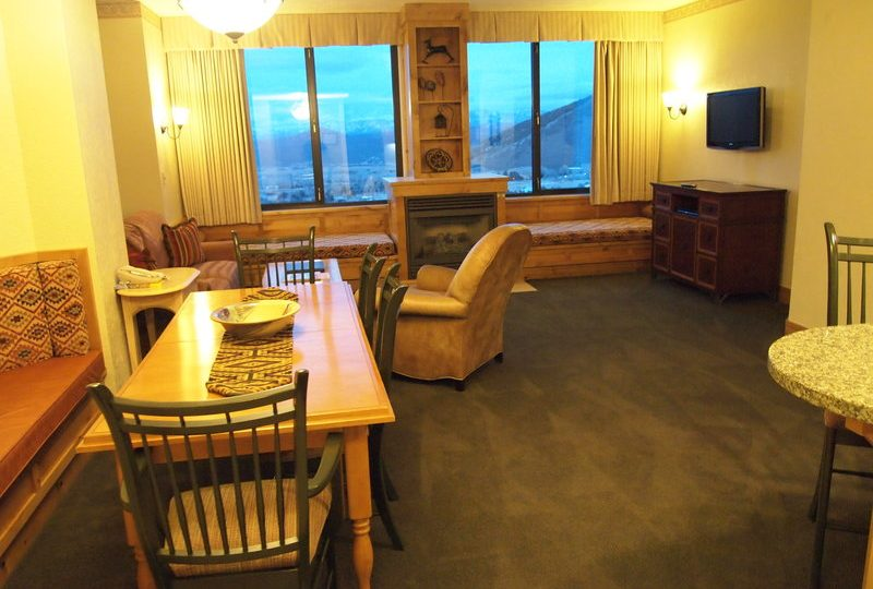 Picture of the living room of unit 420 in Grand Summit Hotel Park City